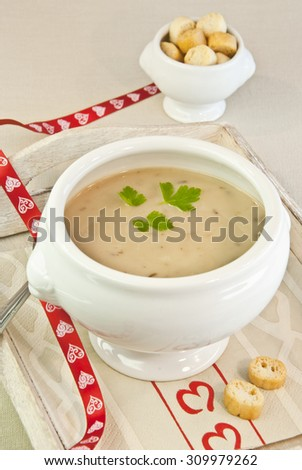 Mushroom cream soup with parsley and croutons