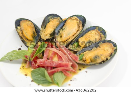Mussel Steamed with Curry Coconut Milk