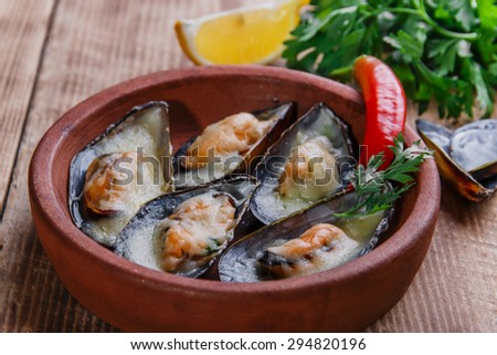 Mussels baked with cheese and lemon