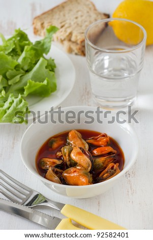 mussels in the bowl