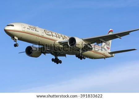 MYRTLE AVE, LONDON, GREAT BRITAN - FEBRUARY 25. Boeing 777 Etihad (reg A6-ETL) A landing on London Heathrow Airport (LHR). February 25, 2014 - stock photo