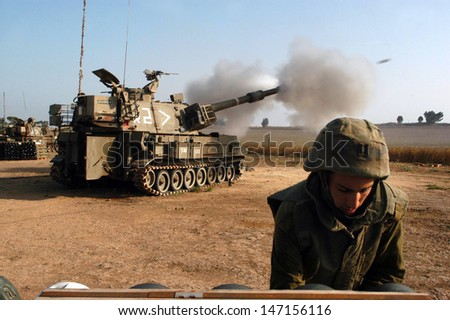 NACHAL OZ , ISR - JULY 04:Israeli artillery M109 howitzer on July 4 2006.During 2006 Lebanon War the Israeli Artillery Corps was second only to the Israeli Air Force in the firepower it expended. - stock photo