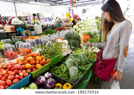 Nakhon Pathom, THAILAND - APR 19: Unidentified people shopping at local market on April 19, 2014 in Nakhon Pathom, Thailand.