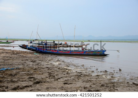 NAKON RATCHASIMA, THAILAND â?? MAY 15 : Unidentified fishermen prepare their boats for fishing  on 15 May 2016 at Lamtakong dam, Pakchong district, Nakon Ratchasima province.