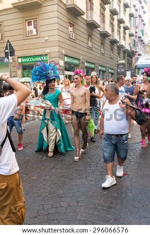 ESCORT GAY A PALERMO UOMO GAY NUDO