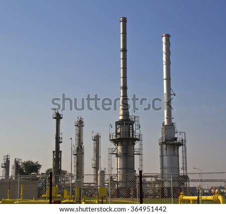 Natural gas processing plant on a pipeline