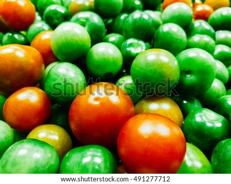natural tomatoes red and green color