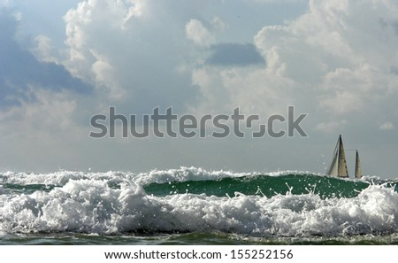 NATURE, seascape, storm, SMALL SAILING YACHT IN THE MIDST OF EMERALD, foaming waves