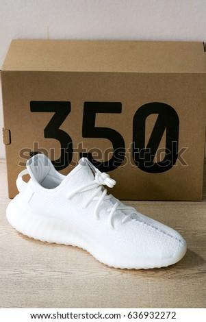 Nuove V Adidas Yeezy Impulso 350 V Nuove 2 Stock Foto (A Titolo Gratuito) 636932272 56258b
