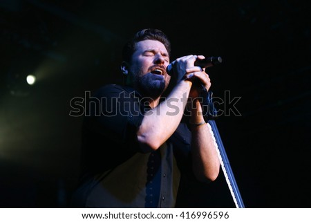 NEW YORK-FEB 25: Singer Chris Young performs onstage at the PlayStation Theater on February 25, 2016 in New York City.