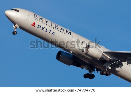 NEW YORK - MARCH 5: Delta Boeing 767 on approach to JFK in New York, USA on march 5, 2011. Plane is wearing special livery of SkyTeam airline alliance which Delta is member