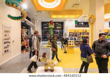 New York Nov 2 People Shop Stock Photo 484160152 - Shutterstock