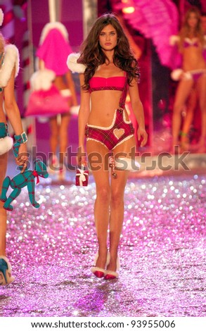 NEW YORK - NOVEMBER 9: Victoria's Secret Fashion model Bianca Balti walks the runway during the 2010 Victoria's Secret Fashion Show on November 9, 2005 at the Lexington Armory in New York City.