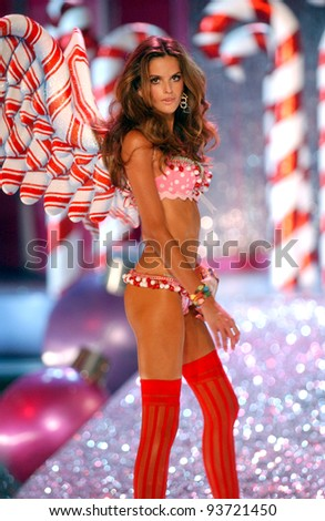 NEW YORK - NOVEMBER 9: Victoria's Secret Fashion model Izabel Goulart walks the runway during the 2010 Victoria's Secret Fashion Show on November 9, 2005 at the Lexington Armory in New York City.