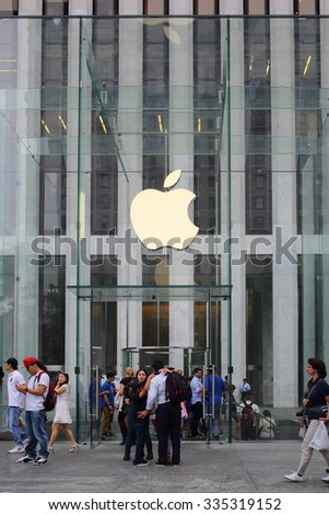 NEW YORK, USA - SEP 08, 2014: People near the entrance to the largest Apple Store in the form of a glass cube with the company logo