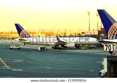 NEWARK, NJ -4 NOV 2016- Airplane from United Airlines (UA) at the Newark Liberty International Airport (EWR) with New York City in the background. Newark is one of the largest hubs for United.