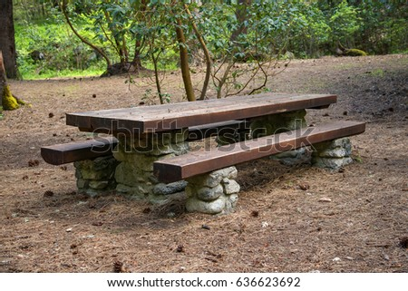 Exceptionnel Nice Large Picnic Table In Nature Setting