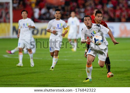 NONTHABURI-FEB 8,Nguyen Van Bien(W) of Hanoi in action during AFC Champions League 2014 between SCG Muangthong utd and Hanoi T&T at SCG Stadium on February8,2014 in Thailand