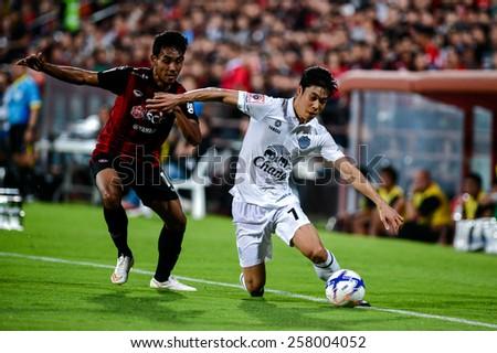 NONTHABURI THAI-FEB 21:Go Seul-ki #7 of Buriram Utd.contols the ball during the Thai Premier League between SCG Muangthong UTD. and Buriram UTD.at SCG Stadium on February 21,2015 in,Thailand - stock photo