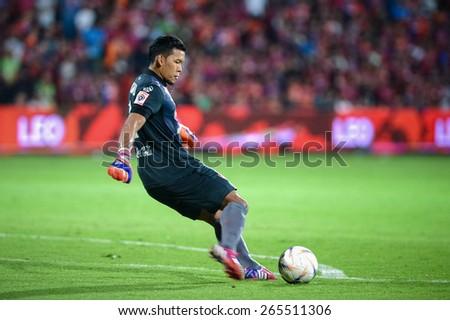 NONTHABURI THAI-Mar 07:Goalkeeper Kawin Thamsatchanan of Muangthong Utd.kicks the ball during Thai Premier League  between SCG Muangthong UTD. and Port F.C. at SCG Stadium on March 07,2015 in,Thailand - stock photo