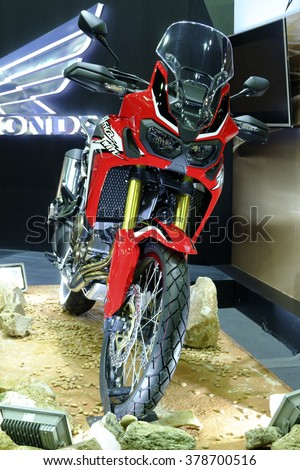 "NONTHABURI, THAILAND - DECEMBER 10,2014 : Logo of the brand ""HONDA"" on motorcycle"