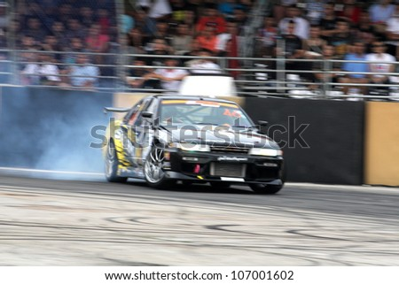 NONTHABURI THAILAND-JULY 1 : Unidentified Athlete in D1 Grand Prix Serise Thailand Professional Drift on July 1, 2012 in Nonthaburi,Thailand
