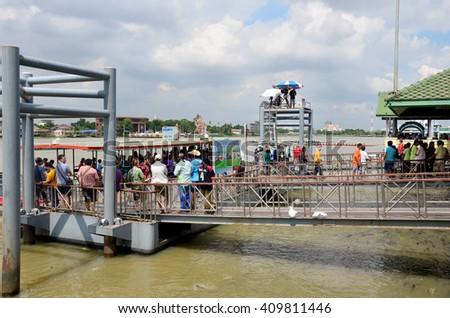 NONTHABURI, THAILAND - NOVEMBER 8 : People join and cheer in Long boat Racing at Chaopraya river on November 8, 2015 in Nonthaburi, Thailand - stock photo