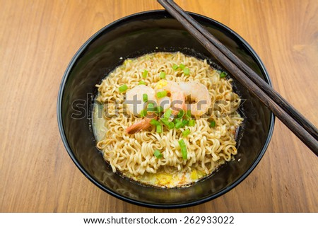 Noodles with shrimp in bowl.