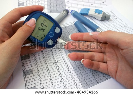 Normal blood glucose levels in a female hand