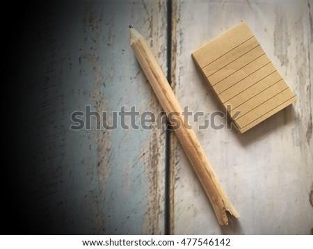 Note on wood background
