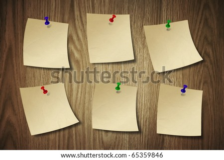 Note paper on the wood desk