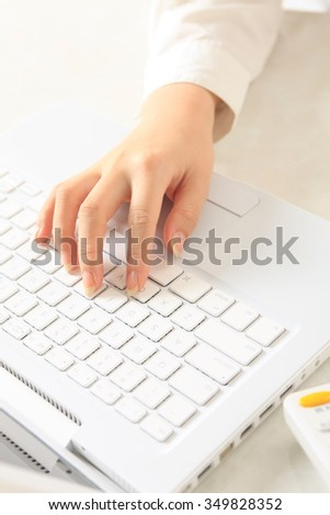 Note PC, keyboard, hand