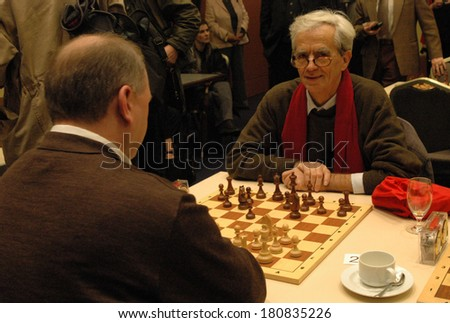NOVEMBER 27, 2004 - BERLIN: Hans-Christian Stroebele and others at a chess competition for politicians in Berlin.