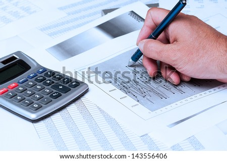 Numerical and graphical data simulating a financial study