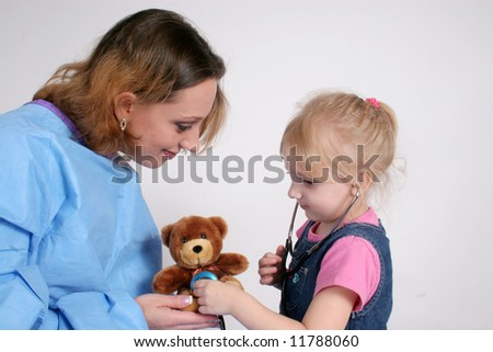Nurse letting a little girl listen to her toy with a stethoscope