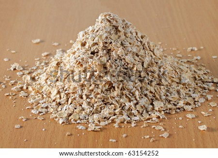 oat flakes on the wooden table