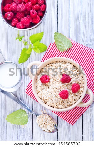 oat flakes with raspberry and milk