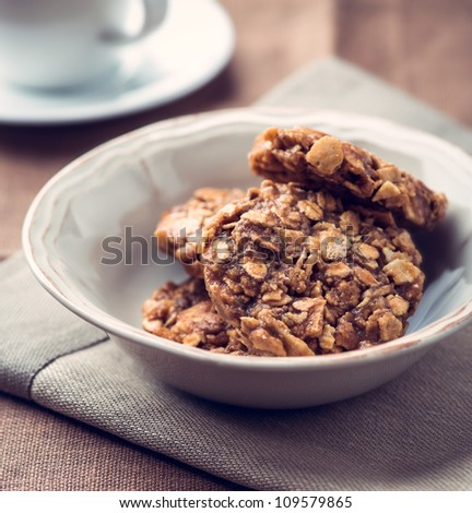 Oatmeal cookies with rice syrup in a bowl