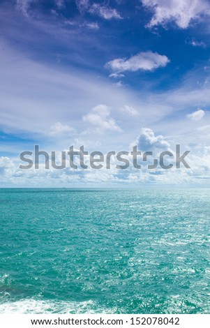 ocean cloud and blue sky.sea and sky at day.cloud in sky.