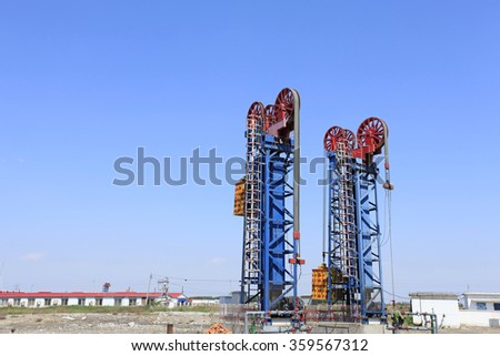 Oil field scene, beam pumping unit and tower type pumping unit in the work