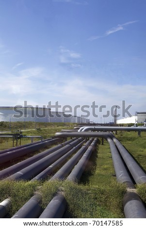 Oil pipes and silos for the petrol industry