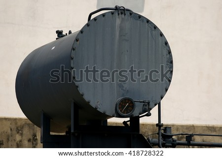 Oil tank for power plant