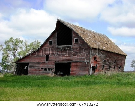 old abandoned farm buildings barns
