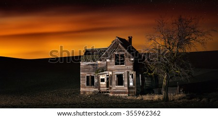 Old abandoned farm house near Dufur, Oregon - stock photo