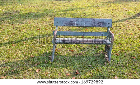 Old empty recycle wooden bench  in the park