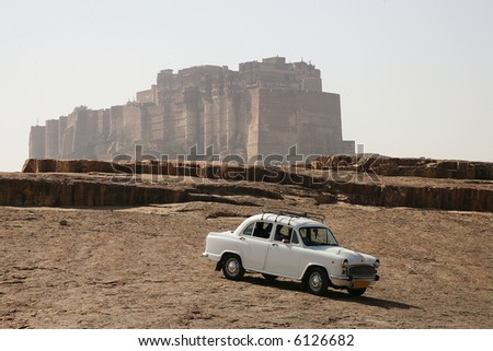 Old fashioned car in front of Jodhpur castle, Rajasthan, India
