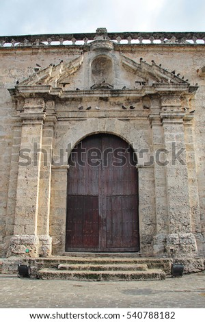 Old Havana, Cuba: Portico of the Church and Convent of San Francisco de Asis (or Saint Francis of Assisi) in San Francisco square, built in 1548 and UNESCO World Heritage