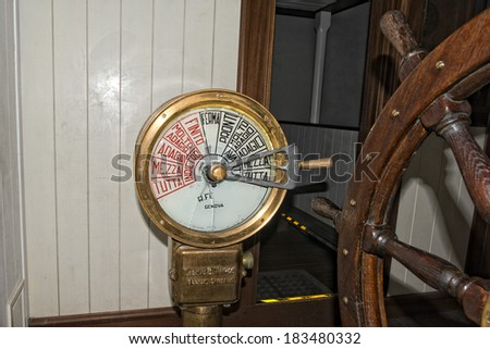 Old italian ship speed control command detail