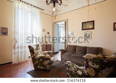 Old Living Room Country House Stock Photo 156376118 - Shutterstock