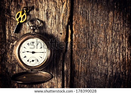 stock-photo-old-pocket-watch-and-key-on-...390028.jpg